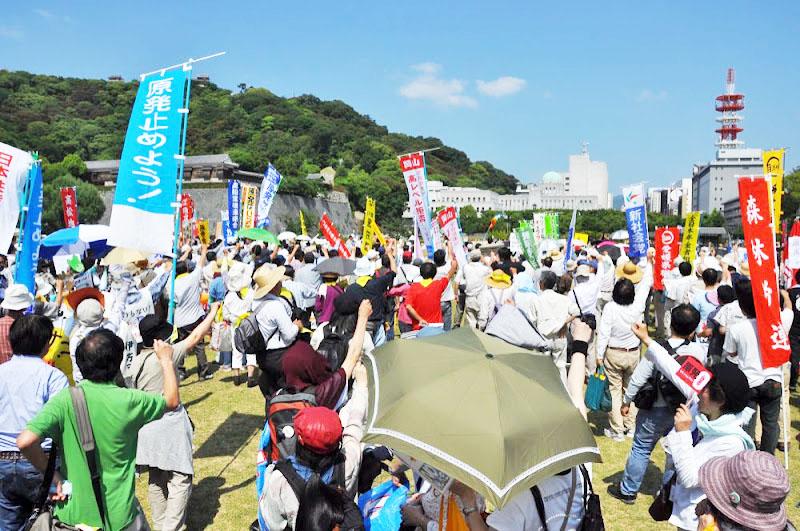 1300人超えた県庁包囲行動とデモ