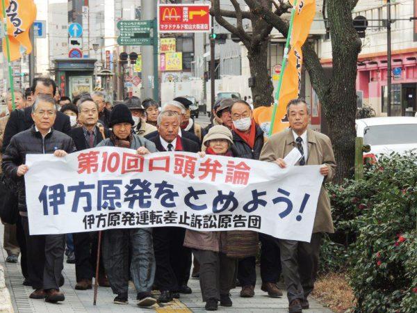 法廷で「日本と原発」を30分上映(第10回口頭弁論)
